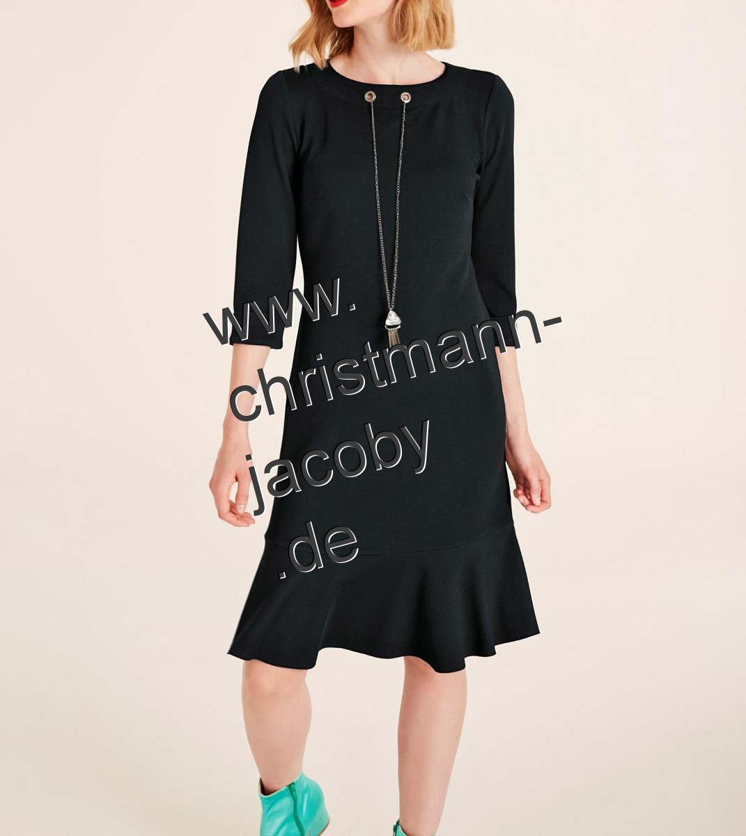 Jersey dress with necklace, black